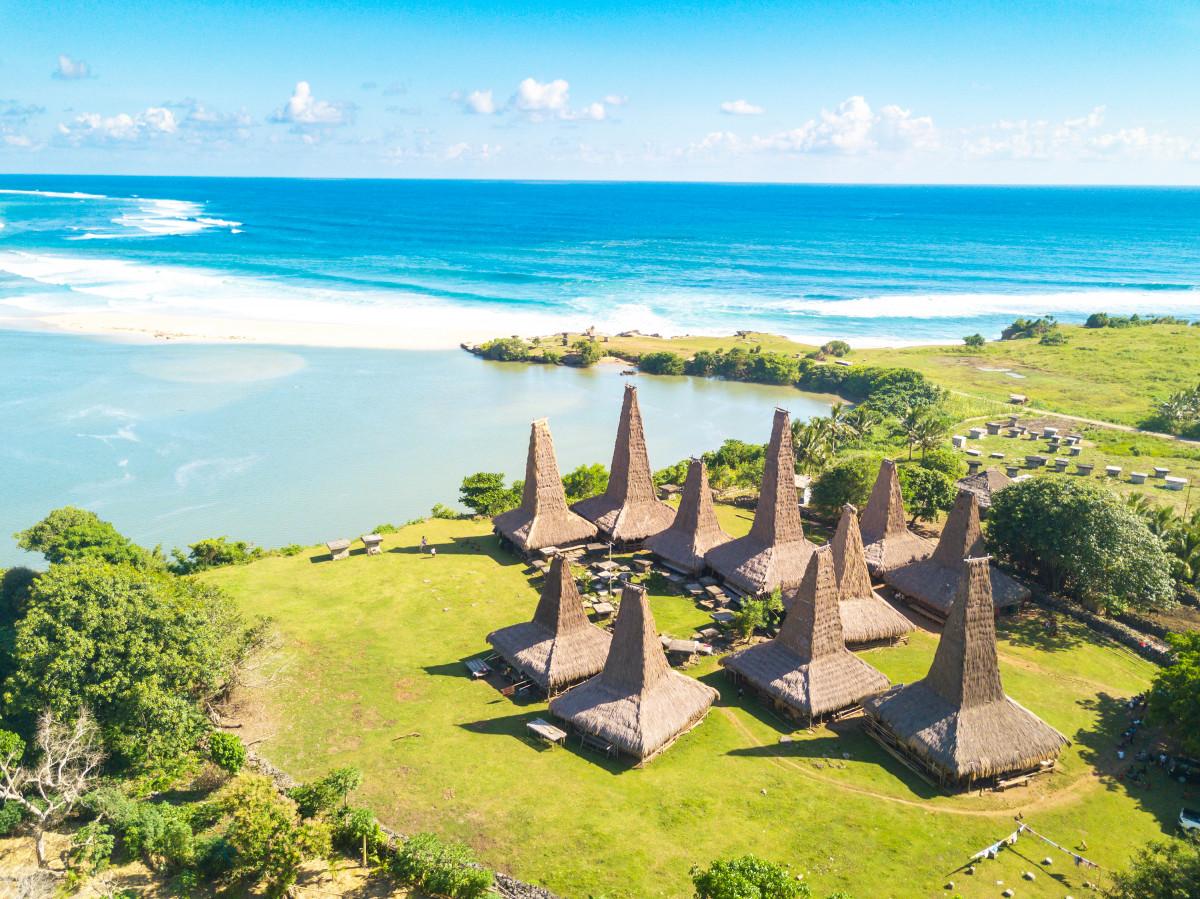 Mengenali Berbagai Tantangan dan Upaya Membangun Desa Wisata Berkelanjutan di Indonesia