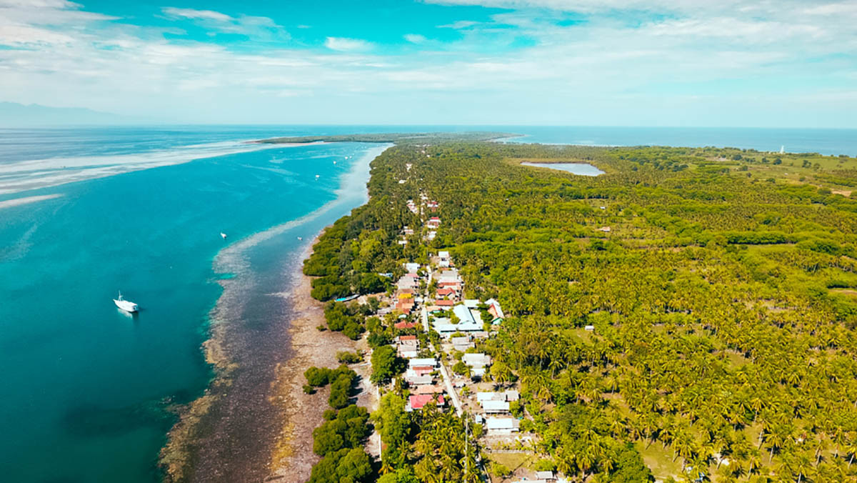 Kisah Bule Spanyol yang Menjaga Desa Terpencil di Sumbawa dari Wabah Corona