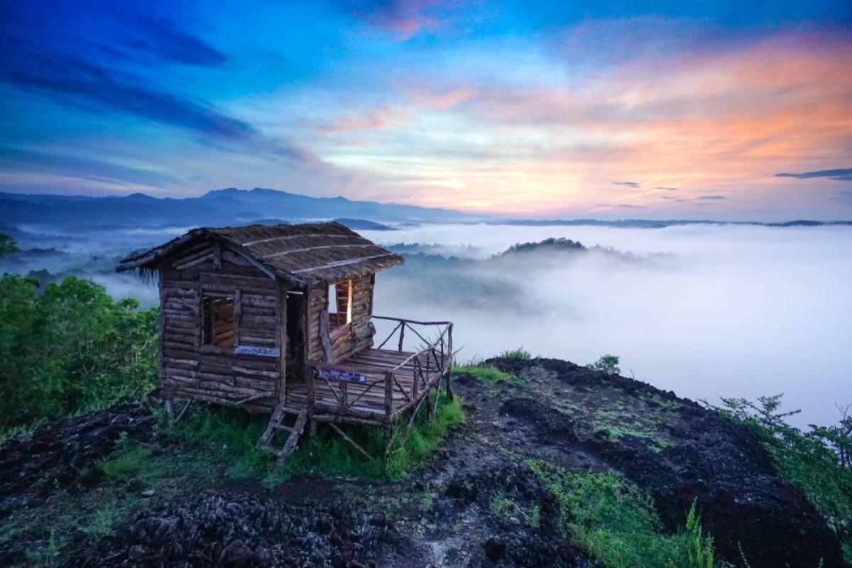 Legenda Tendangan Bima dan Pesona Ombak Awan Gunung Ireng