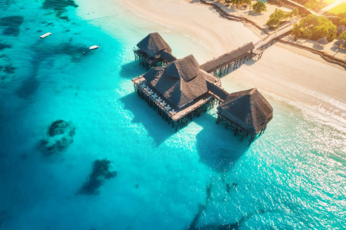 Resort Terbaik di Indonesia, Lokasi Tepi Pantai dan Pemandangannya Langsung Laut!