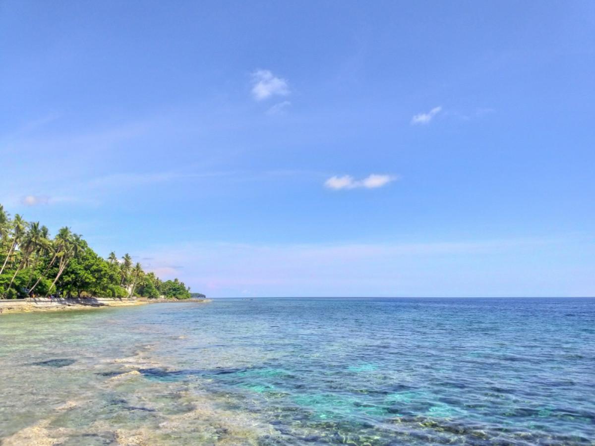 Bersantai di Namalatu, Rajanya Pantai-Pantai Suku Ombong