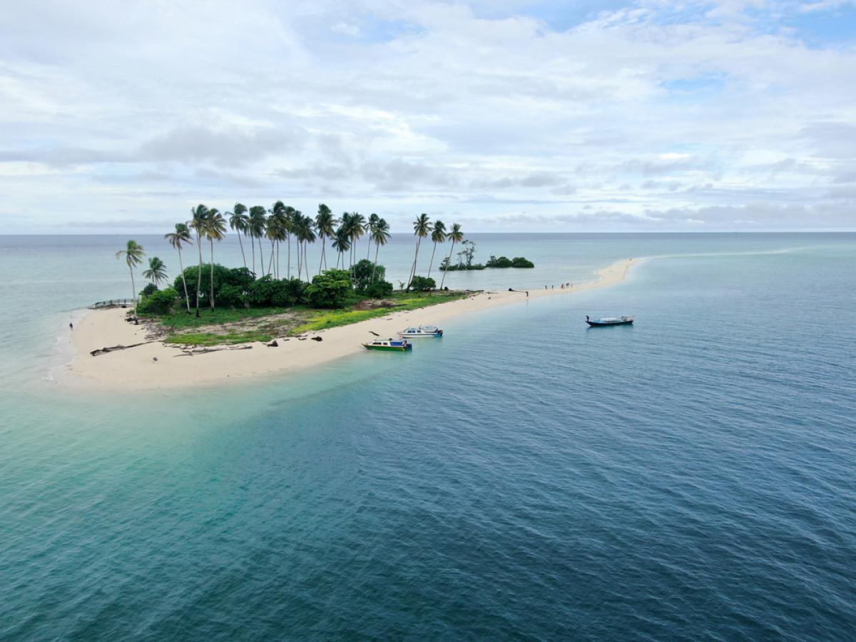 Pulau Manimbora dan Labuan Cermin, Surga Tersembunyi di Kalimantan Timur