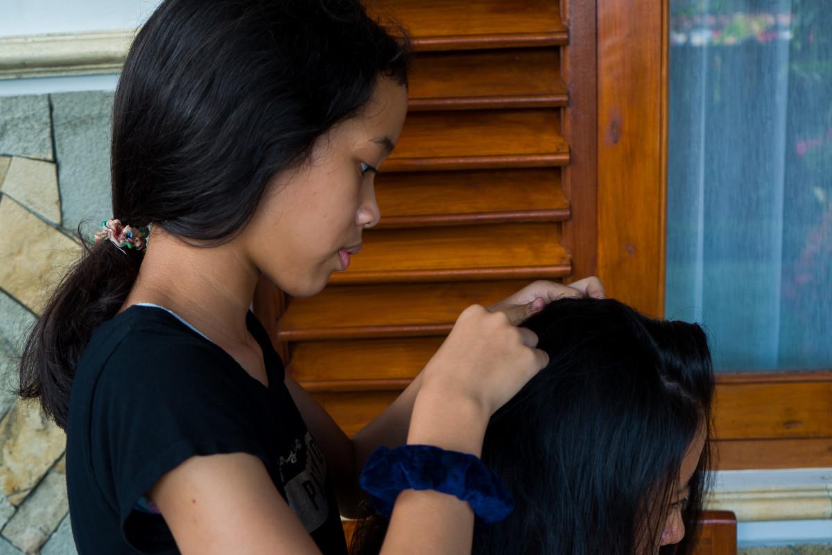 Tradisi Mencari Kutu Sebagai Wahana Interaksi Sosial yang Mengasyikkan