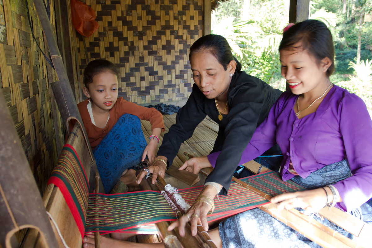 Mempertanyakan Program Vaksinasi Covid-19 untuk Masyarakat Adat