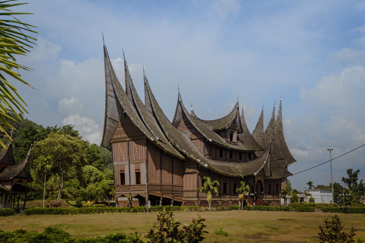 Mengikuti Perjalanan Raffles Menemukan Desa Emas di Minangkabau