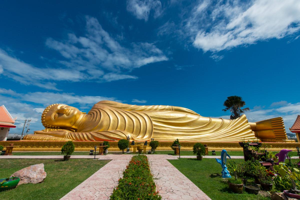 4 Lokasi Patung Buddha Berbaring Termegah di Indonesia
