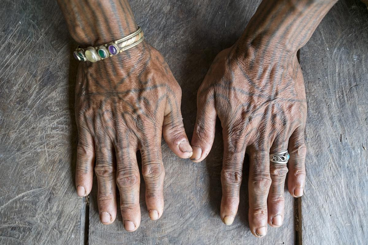 Filosofi Mendalam Tato Suku Mentawai, Seni Rajah Tertua di Dunia
