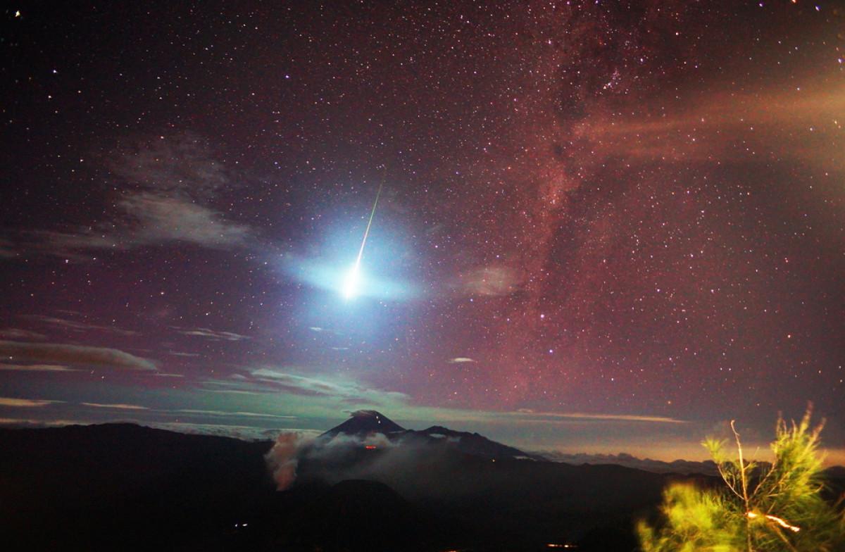 Misteri Kilatan Cahaya hingga Mitos Lintang Alihan di Puncak Merapi