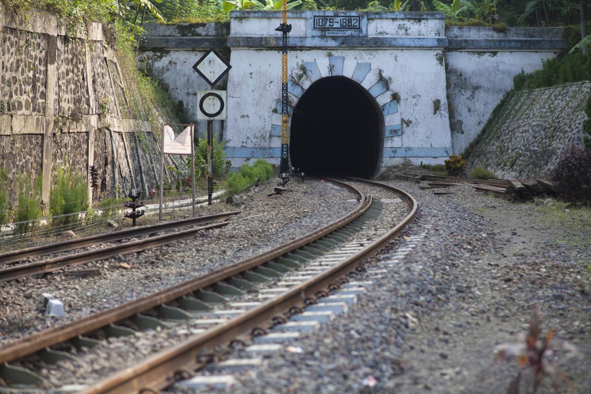 Kisah Lampegan, Terowongan Tertua di Indonesia dan Misteri Hilangnya Penari Ronggeng