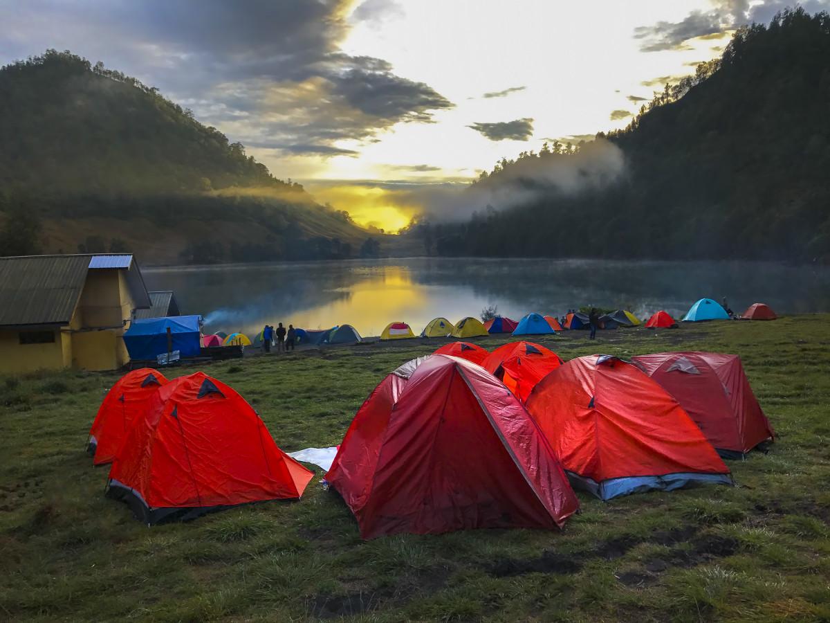 Sampah di Gunung Semeru, Bukti Nyata Bahwa Pendaki Belum Tentu Pencinta Alam