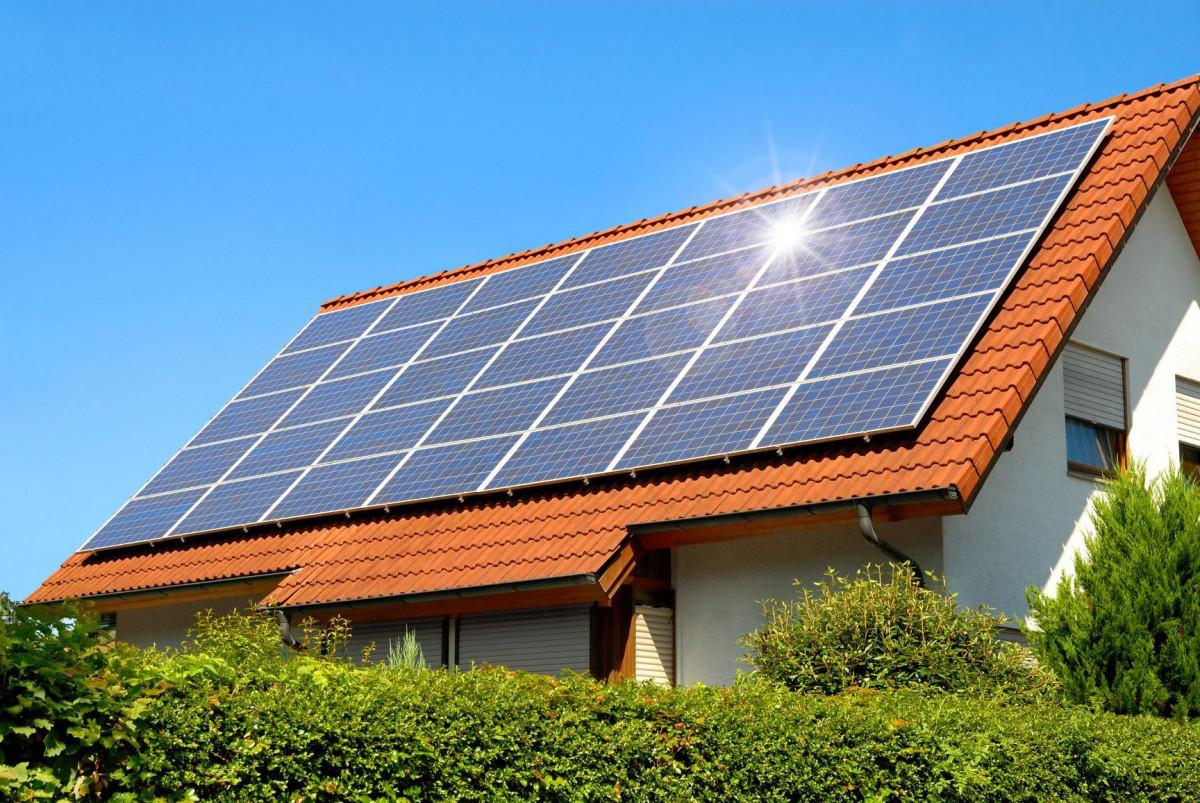 Memaksimalkan Pemanfaatan Energi Surya Melalui PLTS Atap