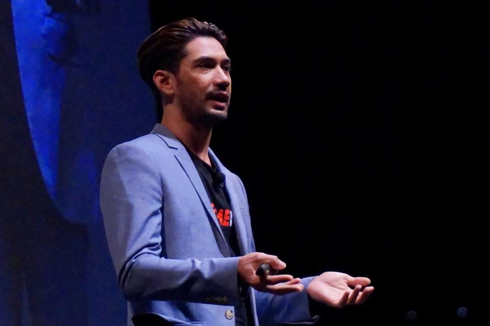 Reza Rahadian: Dari Uang 1.000 Rupiah Hidup Seseorang Dapat Berubah