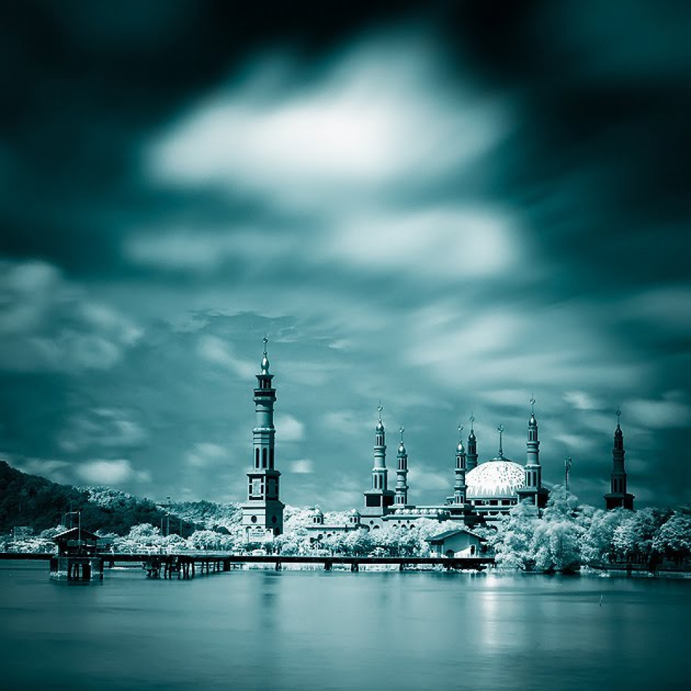 The Grandest And Largest Mosque In Southeast Asia