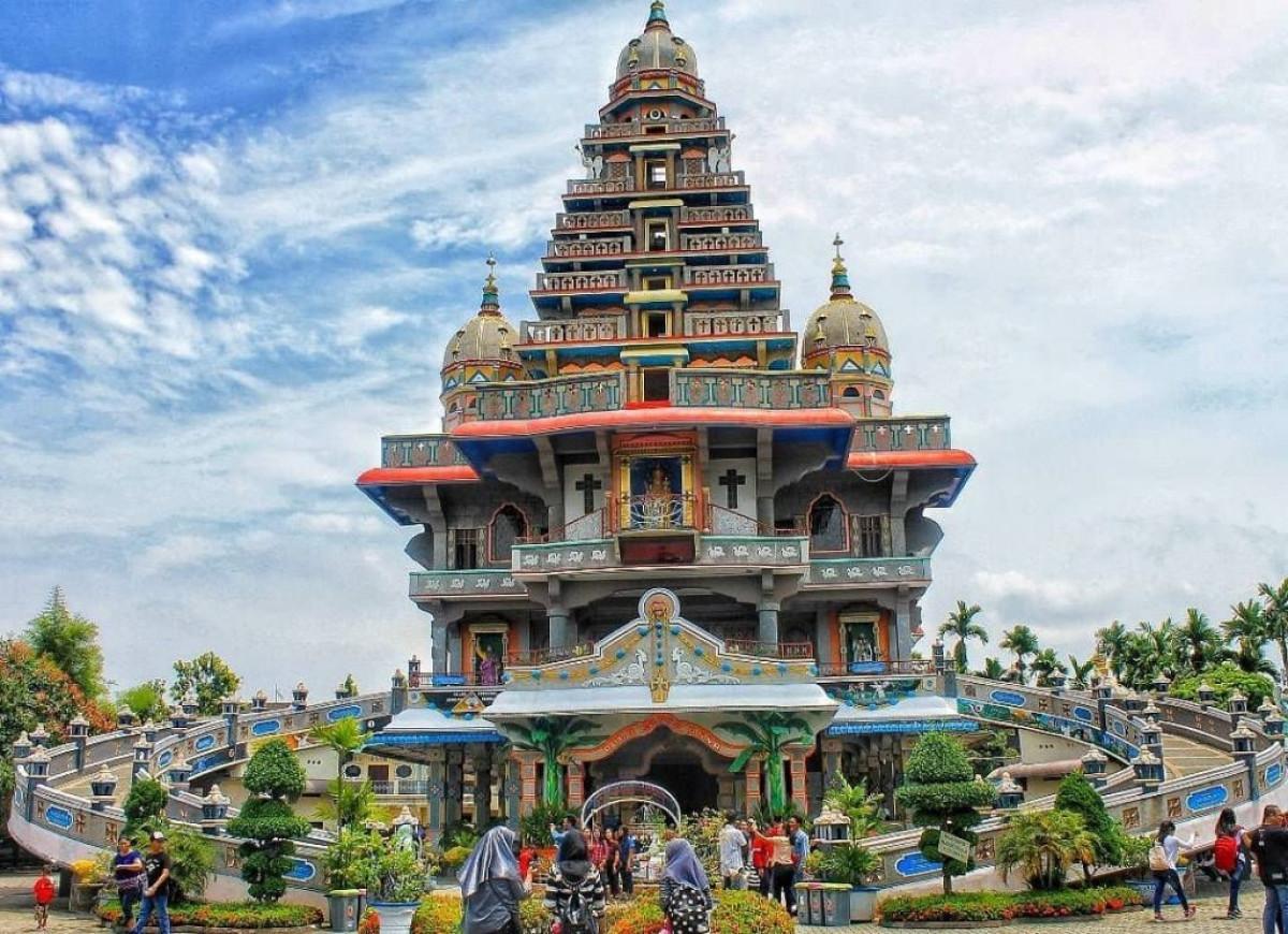 Jelajah Tempat Ibadah dengan Arsitektur Unik di Indonesia