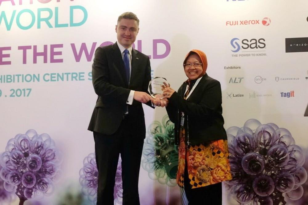 Selamat, Walikota Surabaya Meraih  Penghargaan Sebagai 'Pemimpin Yang Menginspirasi' Di Singapura