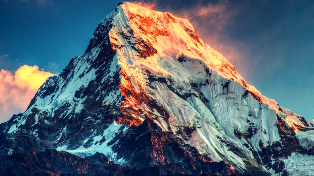 Wanita Pertama Indonesia Sang Penakluk Everest