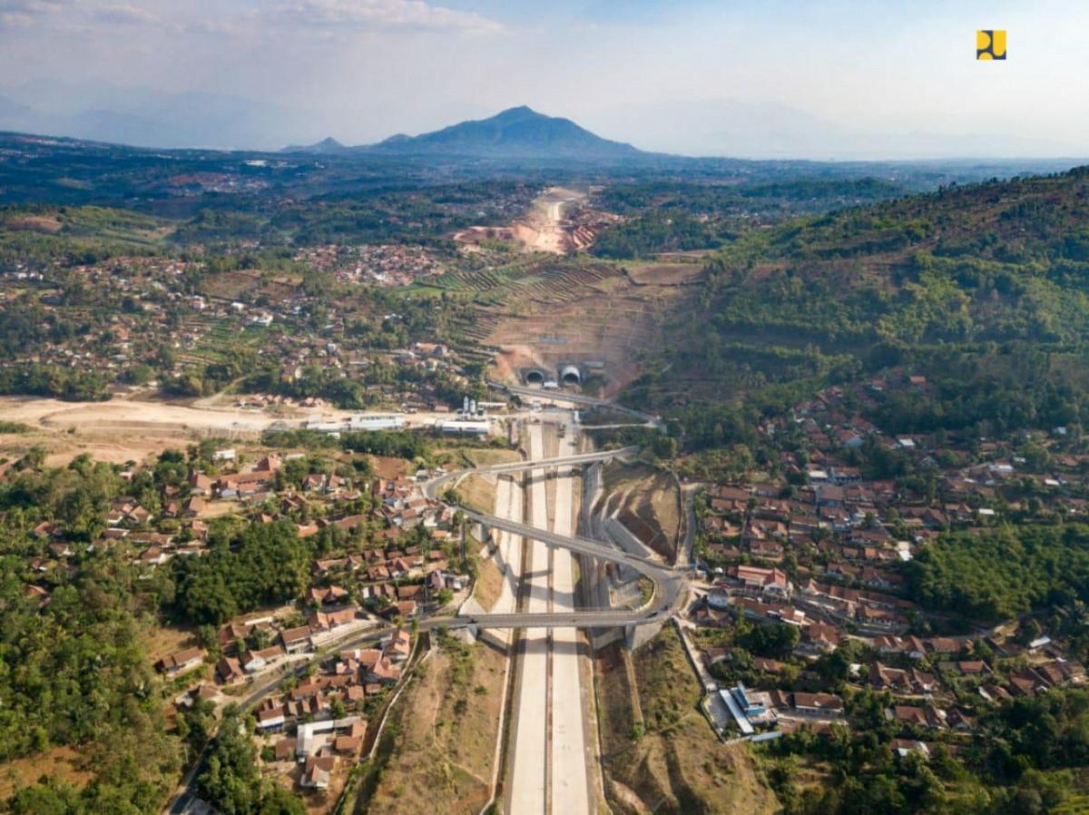 Cisumdawu, Jalan Tol yang Syahdu