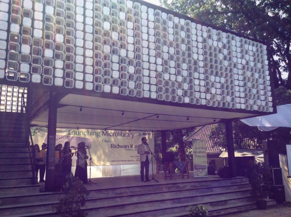 Wow! Bandung Resmikan Microlibrary dari 2000 Ember Eskrim Bekas Pertama di Dunia