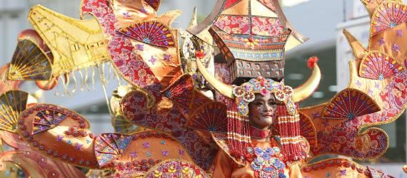 Solo Batik Carnival Kini Tampilkan Kostum dari 8 Provinsi