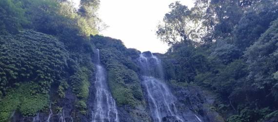 Mengejar Si Kembar Raksasa di Bali Utara