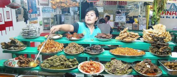 Selintas Terlihat Sama, Tapi Inilah Beberapa Perbedaan Nasi Padang dengan Nasi Kapau