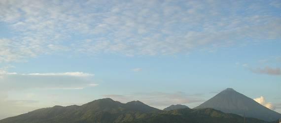 Di Pulau Vulkanis ini, Begitu Banyak Orang Menyapu