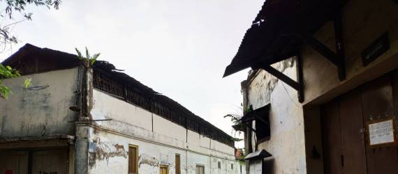 Arsitektur Kampung Laweyan dan Aktivitas Batiknya