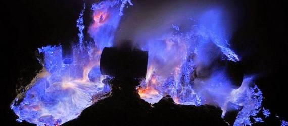 "Fenomena ""Blue Fire"" Hanya 2 di Dunia, Salah Satunya Ada di Indonesia!"