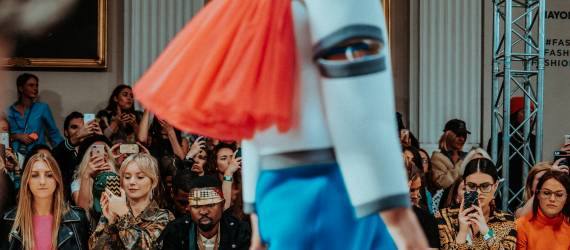 4 Merek Indonesia Tebar Pesona di London Fashion Week 2019