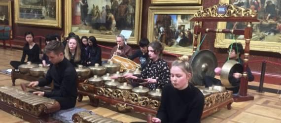 Kolaborasi Degung Sunda dan Wayang Bali di London