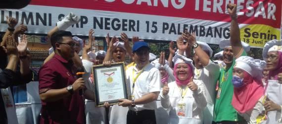 Pecahkan Rekor, Alumni Sekolah di Palembang Buat Pempek Terbesar di Dunia