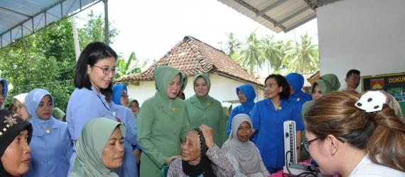 Bakti Sosial di Kulonprogo di Hari Jadi Persit KCK dan Dharma Pertiwi Korem Pamungkas
