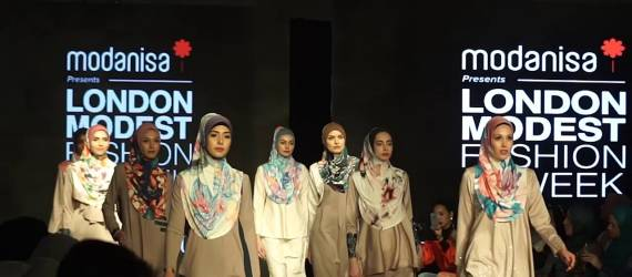 Lindsay Lohan Tampil di London Modest Fashion Week 2018 Dengan Tampilan dari Stylist Asal Indonesia