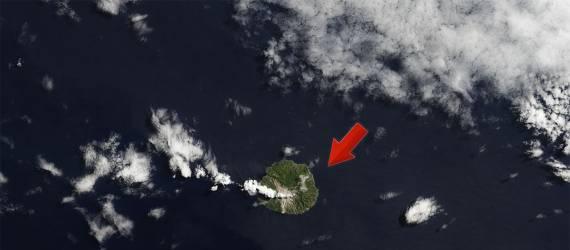 Bukan Krakatau, Tak Banyak yang Mengenal Gunung di Tengah Lautan ini