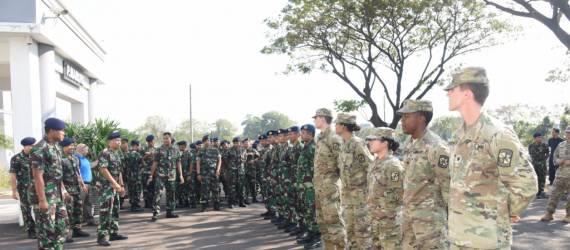 Keseruan Kadet Angkatan Laut AS Saat Datang Ke Indonesia Belajar Budaya