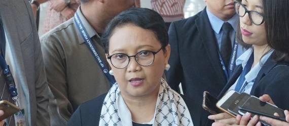 Lewat Syal Ini, Indonesia Sampaikan Dukungan Pada Bangsa Pertama Pendukung Proklamasi Indonesia