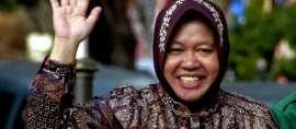 Pangeran Charles Puji Risma Kelola Sampah Plastik di Surabaya