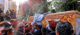 365Indonesia Day 19 - Carrying Corpse in Plebon Ceremony, Ubud Bali