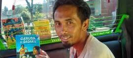 Pria Ini Buka Perpustakaan Untuk Cerdaskan Bangsa Di Tempat Yang Mengejutkan