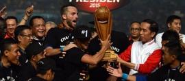 Berbeda, Tropi Piala Presiden dibuat dari Kayu Jati Asli Indonesia