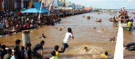 Mandi Safar, Tradisi Penolak Bala dari Kota Sampit