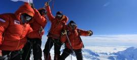 Merah Putih Menembus Elbrus