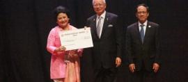 Perempuan Indonesia Dinobatkan sebagai Peraih ASEAN People Award