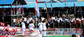 Unik Suku Pengembara Laut Ini Lakukan Upacara Bendera 17 Agustus di Atas Air