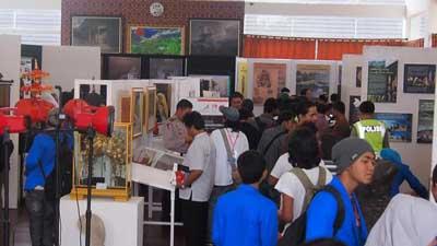 rumah budaya fadli zon saat pameran artefak