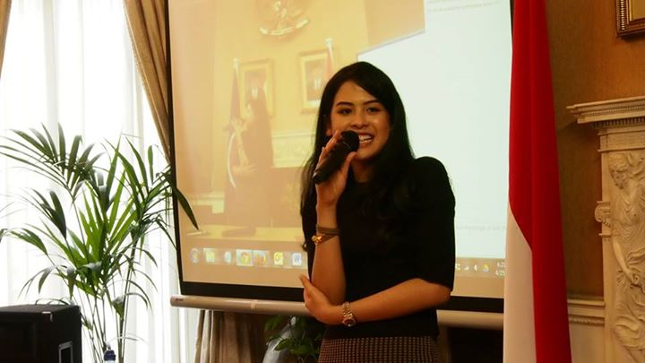 Maudy Ayunda, dari University of Oxford