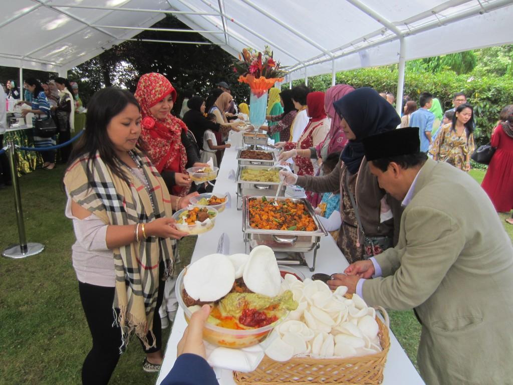 Yang membuat kami tetap merasa di rumah walaupun sedang di perantauan : masakan Indonesia (foto: Indah Gilang Pusparani)