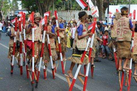 Festival Egrang di Kota Batu (Foto: Darmadi Sasongko/merdeka.com)