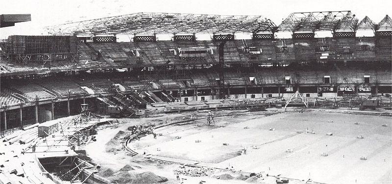 Gelora Bung Karno dalam Masa Pembangunan di tahun 1961. Hingga kini, stadion ini tercatat sebagai yang terbesar di Asia Tenggara.