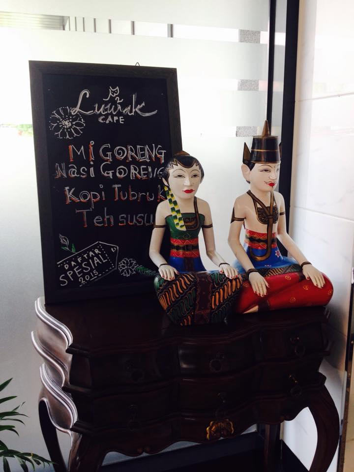 Menu Masakan Indonesia yang dijual di Cafe Luwak (foto: Baguz Satrya)